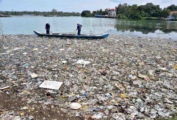 Ashtamudi-Lake-waste-Big